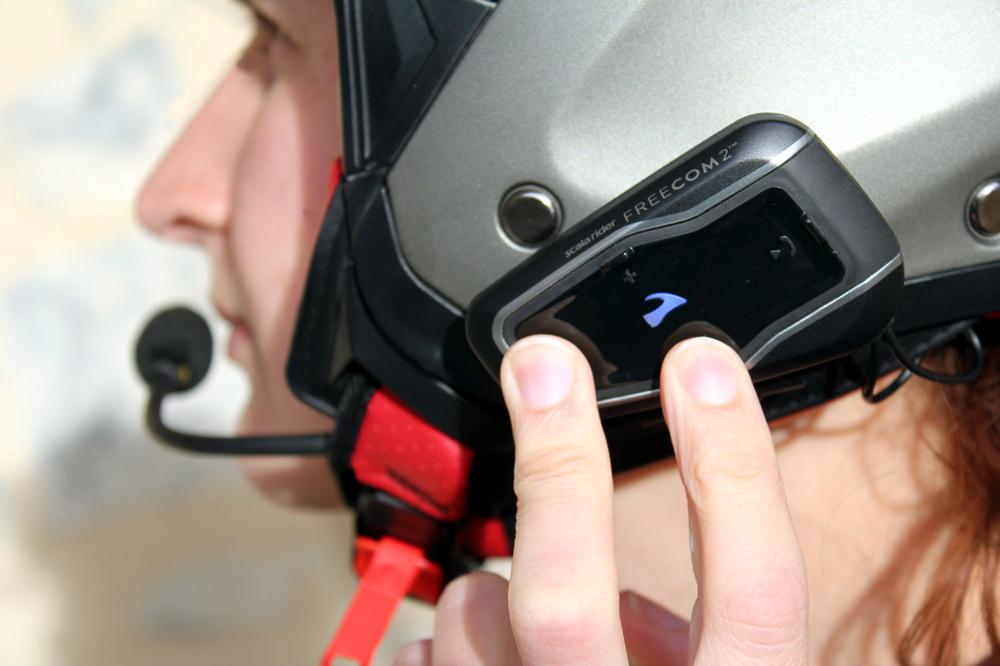 La ley no deja muy claro si el uso de los intercomunicadores en moto están permitido o no