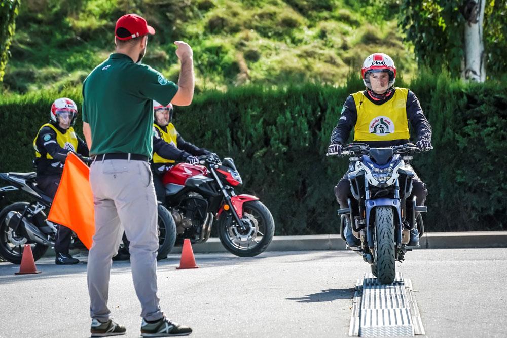 El carnet de moto se obtiene de una forma escalonada