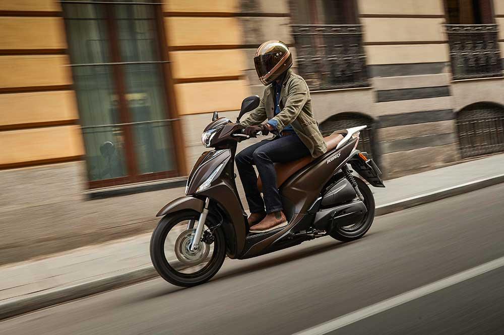 El carnet de moto y la convalidación: 125 y scooter de tres ruedas