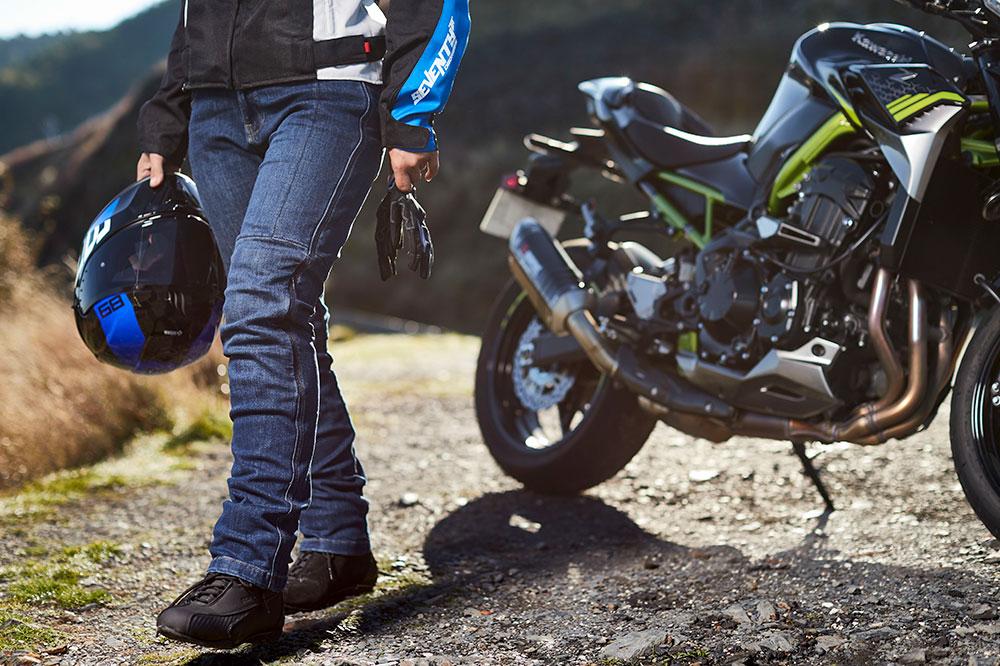 ¿Tiene que estar homologado el equipamiento para moto?